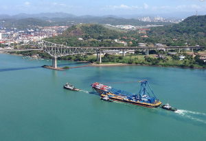 The I Lift NY, escorted by tugboats Lauren Foss and Iver Foss, continues its journey to the Hudson Valley/Courtesy Panama Canal Authority and Fluor Enterprises, Inc.
