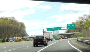 Eastbound on I-287 approaching Exit 5 ramp to White Plains