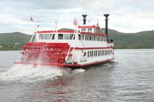 Genuine Mississippi-style paddle wheeler/© 2014 Hudson River Sightseeing Cruises Aboard The River Rose