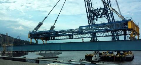 Another photo of the super crane in action: placing steel girders/Credit: Frank LoBuono