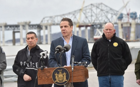 Governor Andrew Cuomo updates reporters about Saturday's accident/ © Press Office