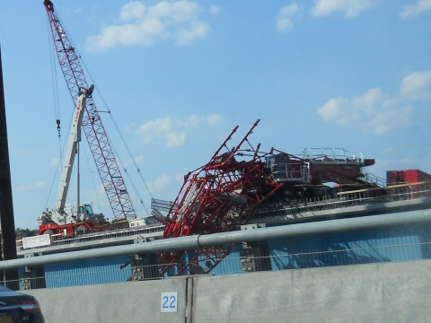 Northbound traffic crawled as motorists turned to see the crane/© Janie Rosman 2016