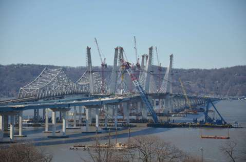 In action: super crane connecting the Westchester approach and main spans/EarthCam®