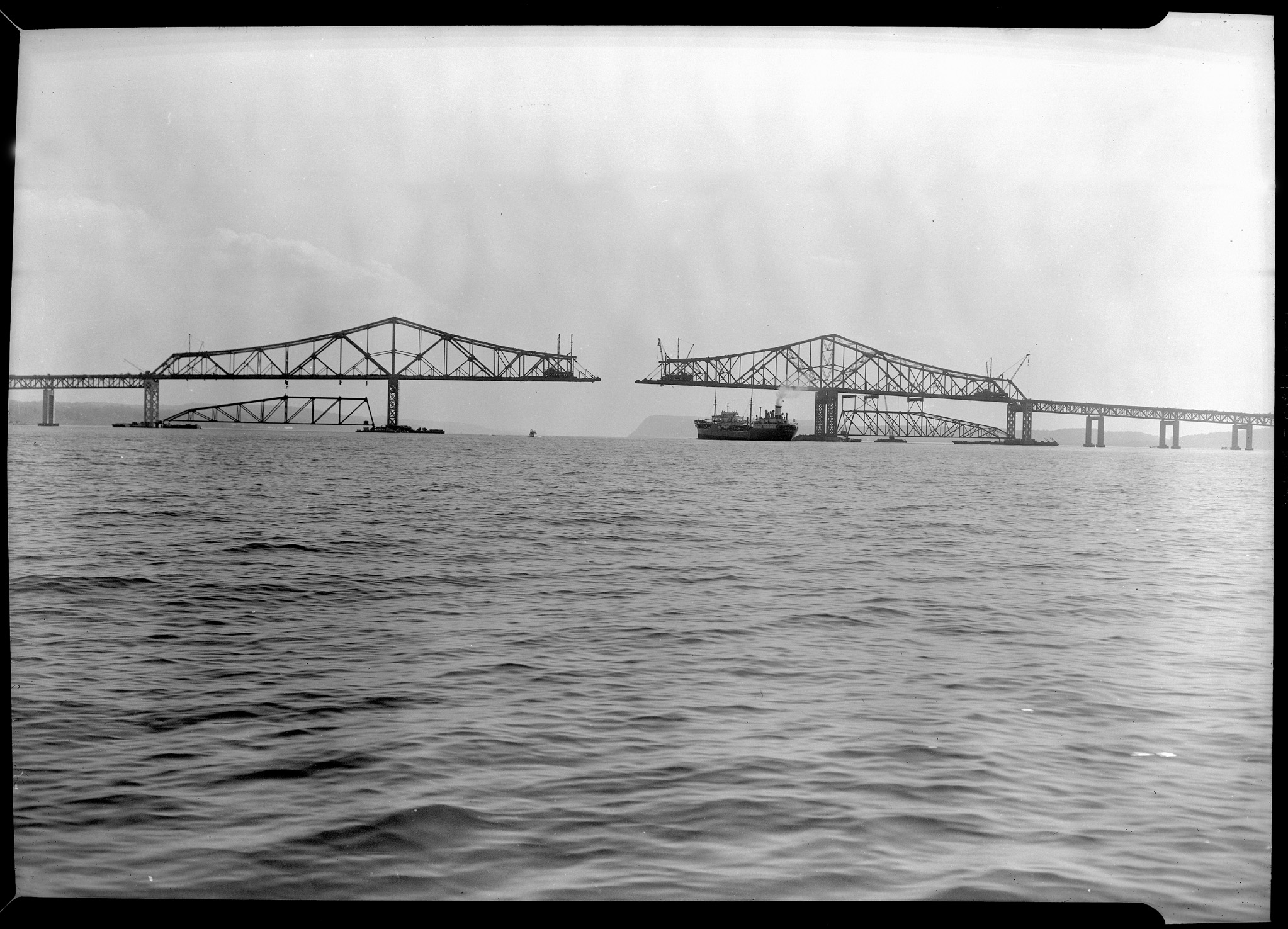 411d483521d7 The idea to build a bridge across one of the widest points in the Hudson  River began as early as 1905 with a bridge (railroad) Piermont to Hastings.
